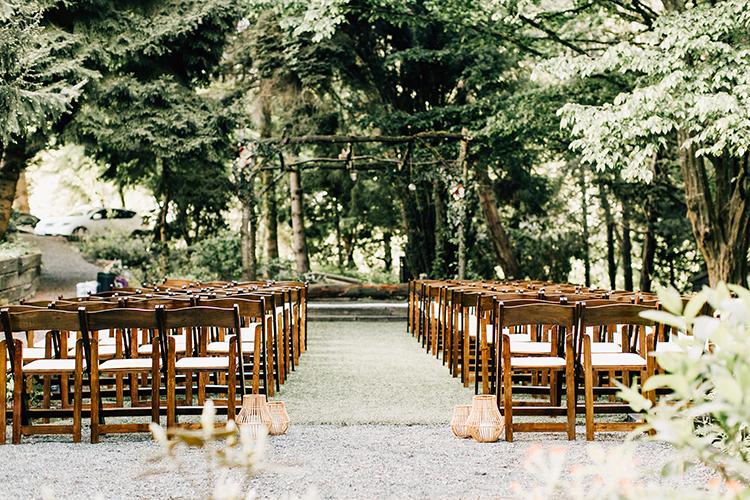 woodland wedding ceremonies - photo by Jenna Bechtholt Photography https://ruffledblog.com/boho-pacific-northwest-forest-wedding-with-king-protea