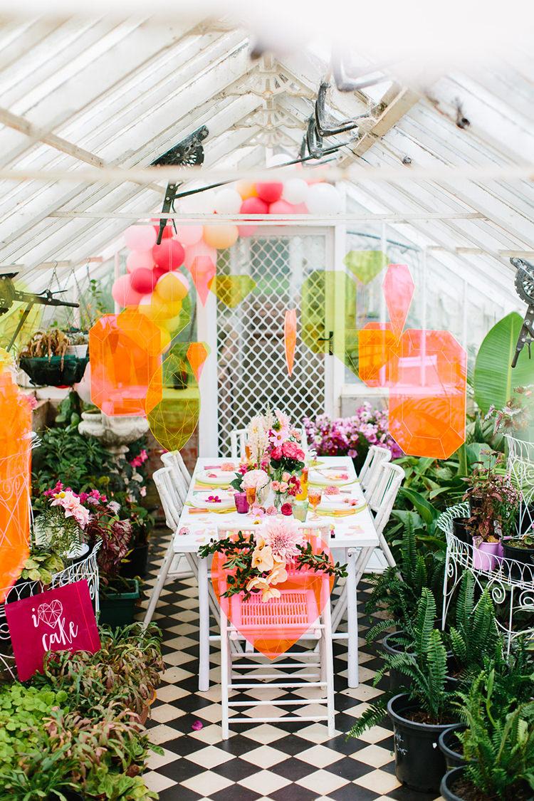 neon bohemian wedding inspiration - photo by Kas Richards http://ruffledblog.com/bold-bohemian-wedding-inspiration-with-a-balloon-display