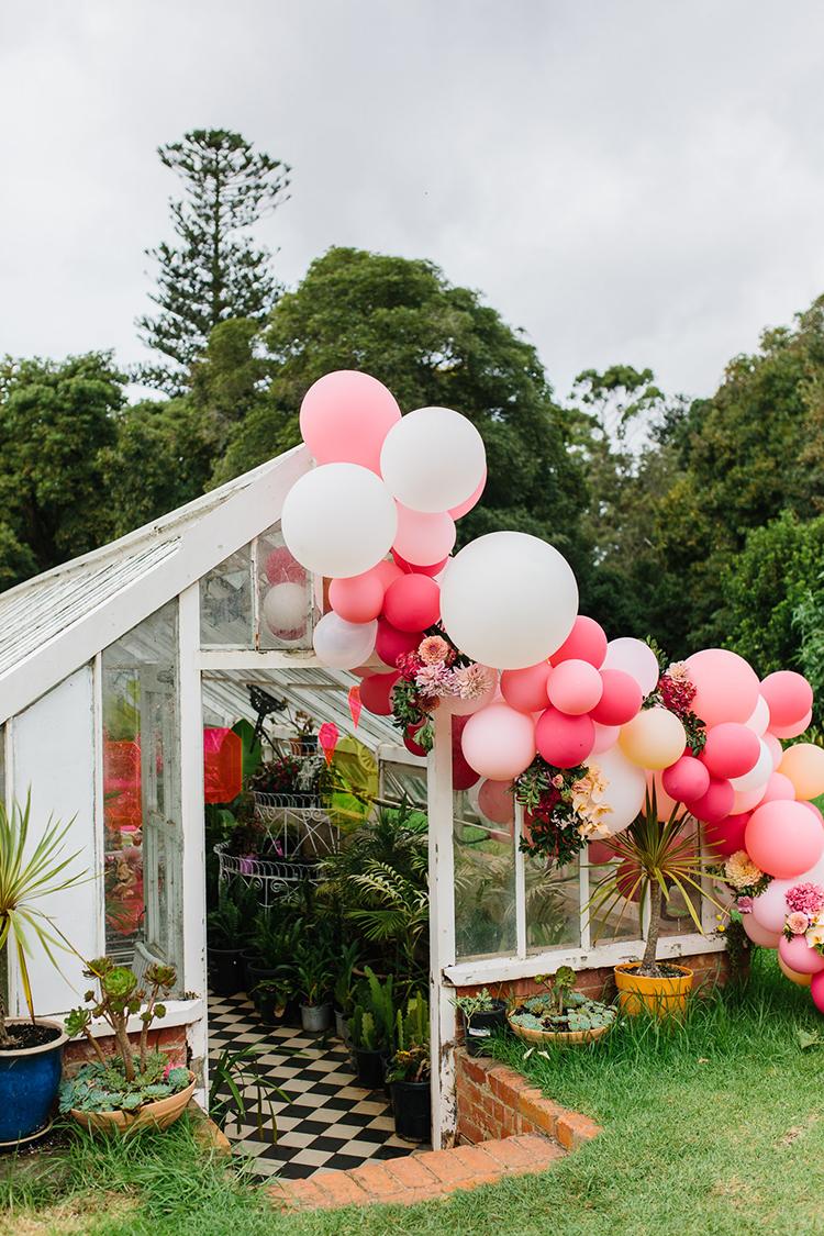 oversized balloon wedding decor - photo by Kas Richards http://ruffledblog.com/bold-bohemian-wedding-inspiration-with-a-balloon-display