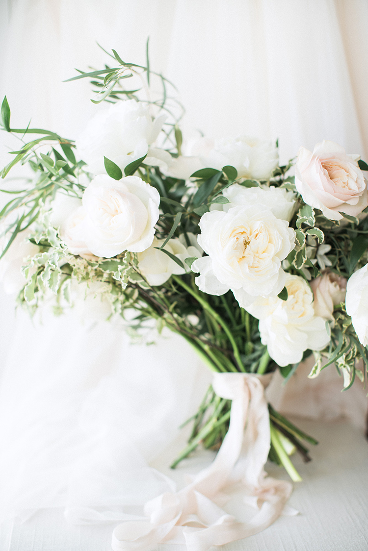soft and romantic wedding bouquets - photo by Hunter Ryan Photo http://ruffledblog.com/breezy-seaside-wedding-with-cascading-greenery