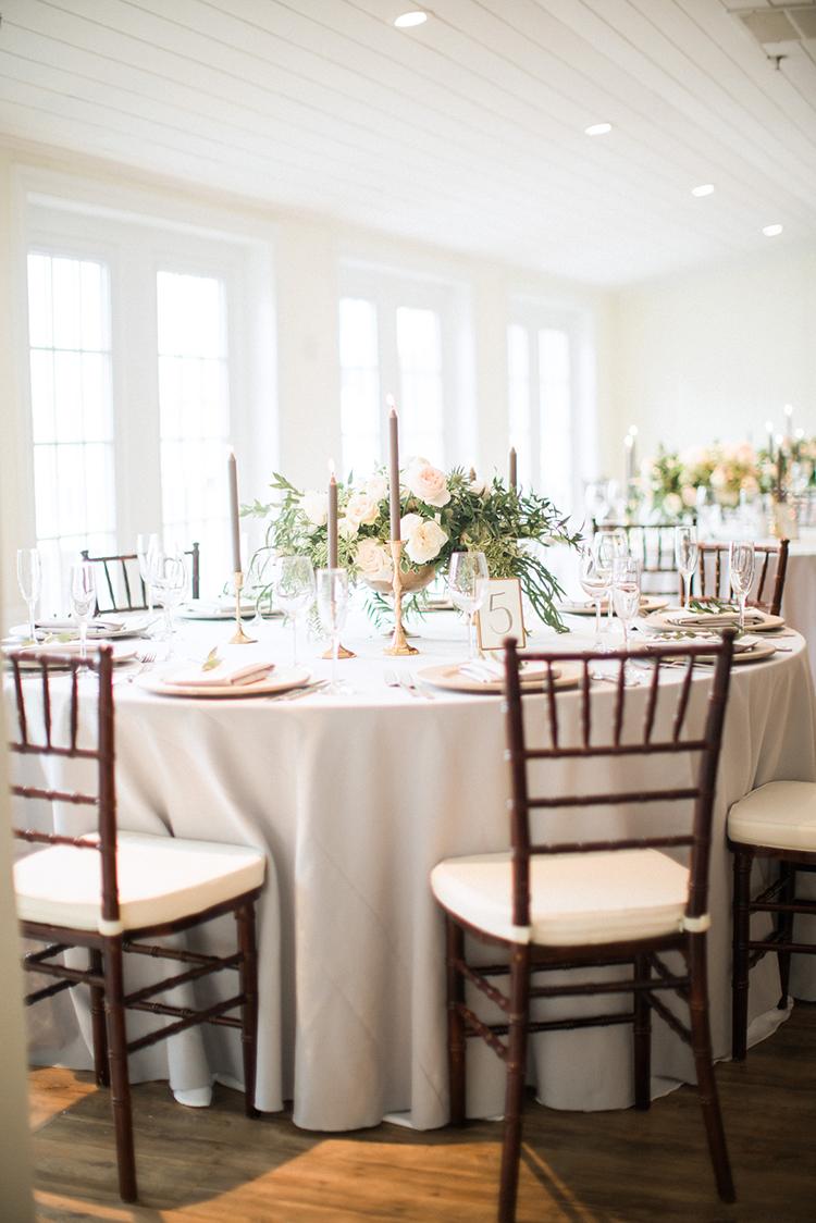wedding receptions - photo by Hunter Ryan Photo https://ruffledblog.com/breezy-seaside-wedding-with-cascading-greenery