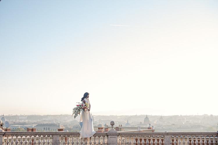 amazing bridal portraits - photo by Lilly Red Creative https://ruffledblog.com/bridal-portraits-during-a-roman-sunrise