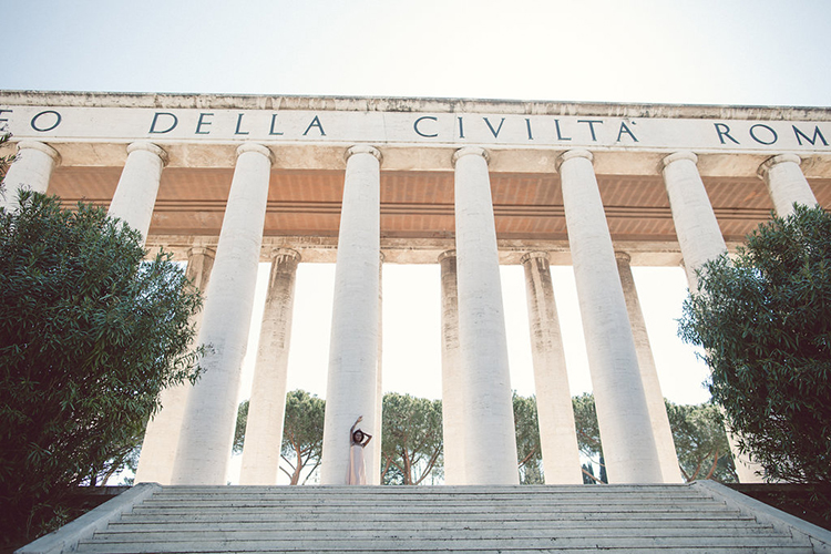 Rome wedding photography - photo by Lilly Red Creative https://ruffledblog.com/bridal-portraits-during-a-roman-sunrise
