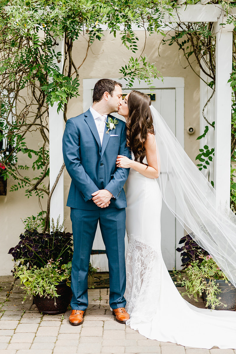 Bright + Beautiful Summer Wedding with Geometric Accents - photo by Emily Wren Photography http://ruffledblog.com/bright-beautiful-summer-wedding-with-geometric-accents