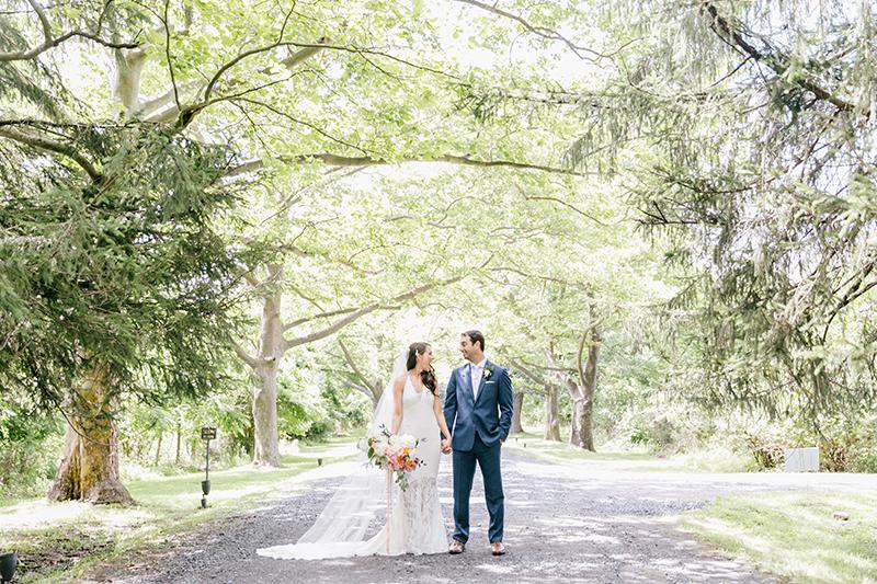 wedding photography - photo by Emily Wren Photography https://ruffledblog.com/bright-beautiful-summer-wedding-with-geometric-accents