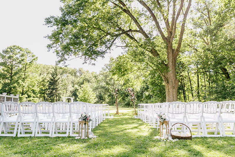 wedding ceremonies - photo by Emily Wren Photography https://ruffledblog.com/bright-beautiful-summer-wedding-with-geometric-accents