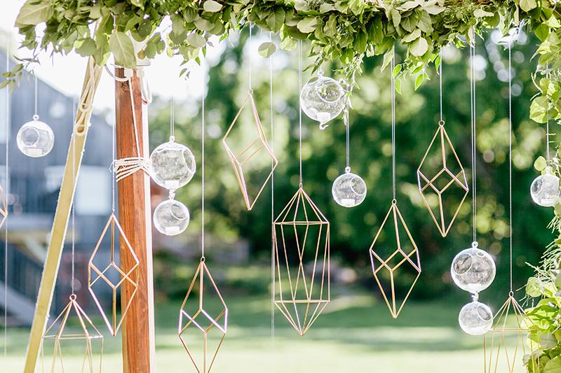 geometric wedding accents - photo by Emily Wren Photography http://ruffledblog.com/bright-beautiful-summer-wedding-with-geometric-accents