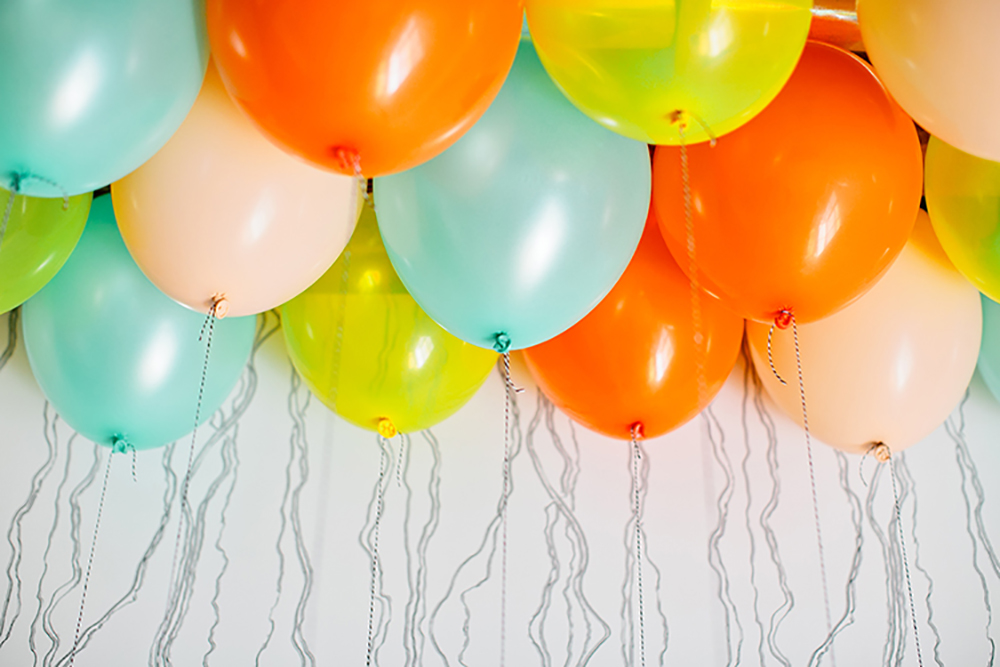 Balloon Ceiling DIY with Free Tag Printables- photo Isabelle Selby http://ruffledblog.com/balloon-ceiling-diy-with-free-hang-tag-printables/