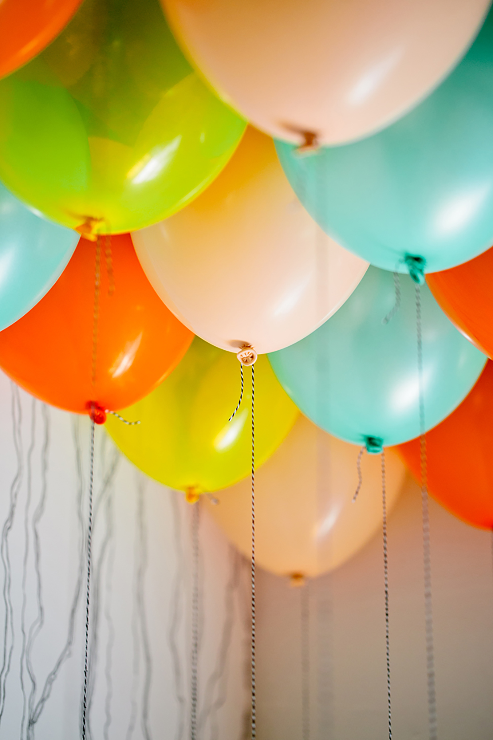 Balloon Ceiling DIY with Free Tag Printables- photo Isabelle Selby https://ruffledblog.com/balloon-ceiling-diy-with-free-hang-tag-printables/