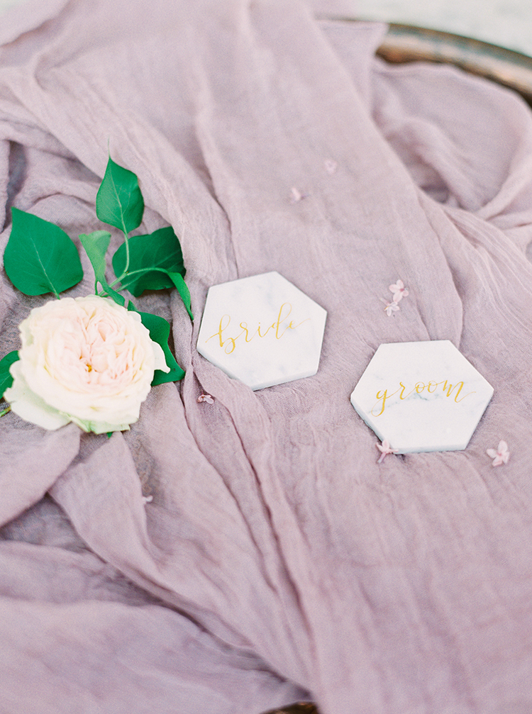 marble place cards - photo by This Love of Yours Photography https://ruffledblog.com/charming-wedding-inspiration-with-a-lush-floral-arch