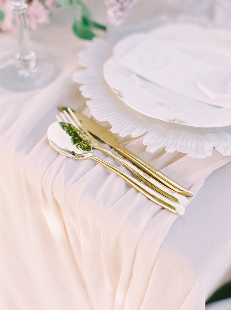 wedding day linens - photo by This Love of Yours Photography https://ruffledblog.com/charming-wedding-inspiration-with-a-lush-floral-arch