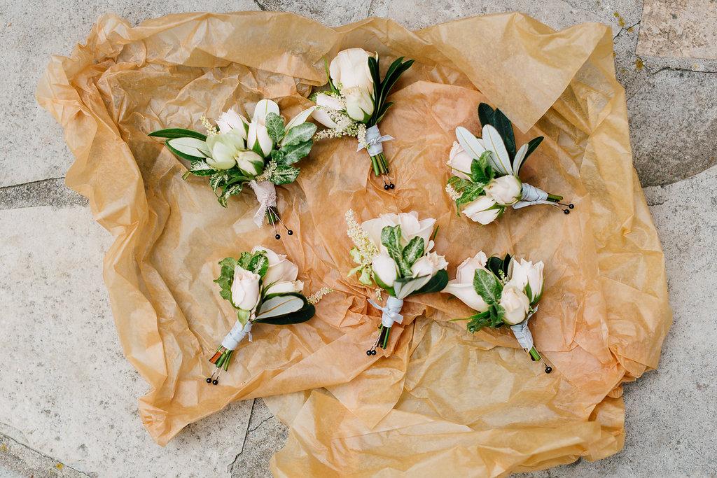 groomsmen boutonnieres - photo by Purple Tree Photography https://ruffledblog.com/charming-wine-country-wedding-at-kurtz-orchard