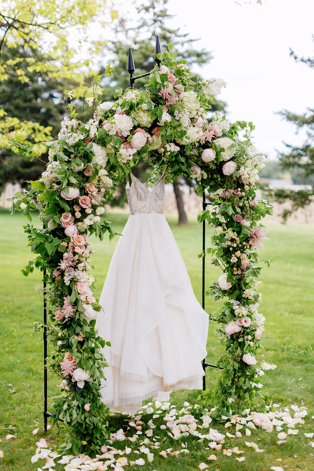 wedding dresses - photo by Purple Tree Photography http://ruffledblog.com/charming-wine-country-wedding-at-kurtz-orchard