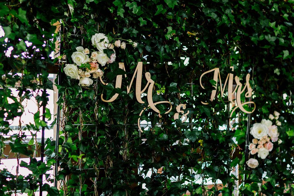 sweetheart table signs - photo by Purple Tree Photography https://ruffledblog.com/charming-wine-country-wedding-at-kurtz-orchard