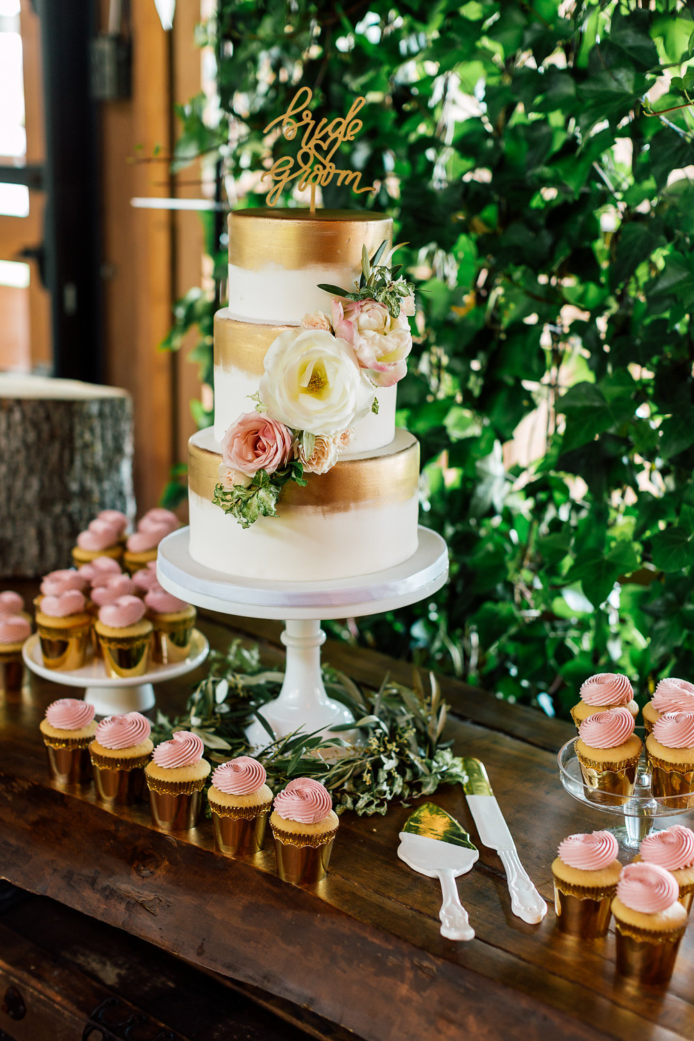 gold wedding cakes - photo by Purple Tree Photography http://ruffledblog.com/charming-wine-country-wedding-at-kurtz-orchard