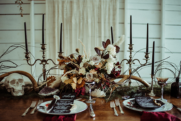 All the heart eye emoji on this All Hallows' Eve Wedding Inspo #halloween #halloweendecor #weddings