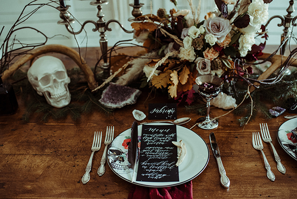 This is how you do a Chic Halloween wedding #halloweendecor #weddingideas