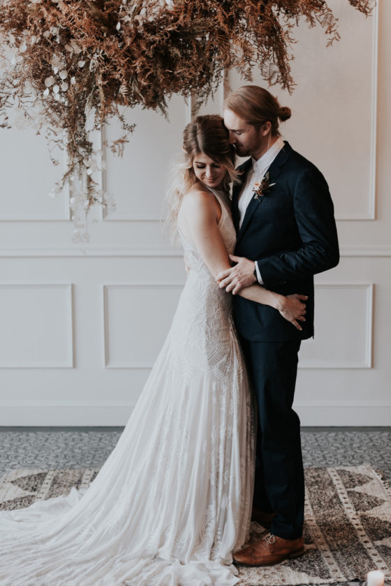 Chic Industrial Wedding Inspiration with a Dried Foliage Cloud