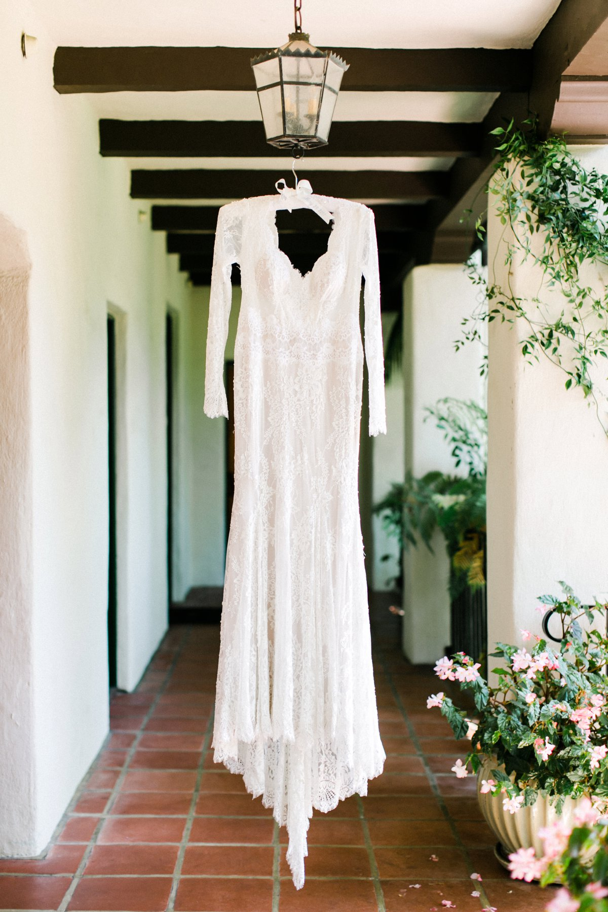 lace longsleeve wedding dresses - photo by Anna Delores http://ruffledblog.com/chic-modern-wedding-at-four-seasons-santa-barbara