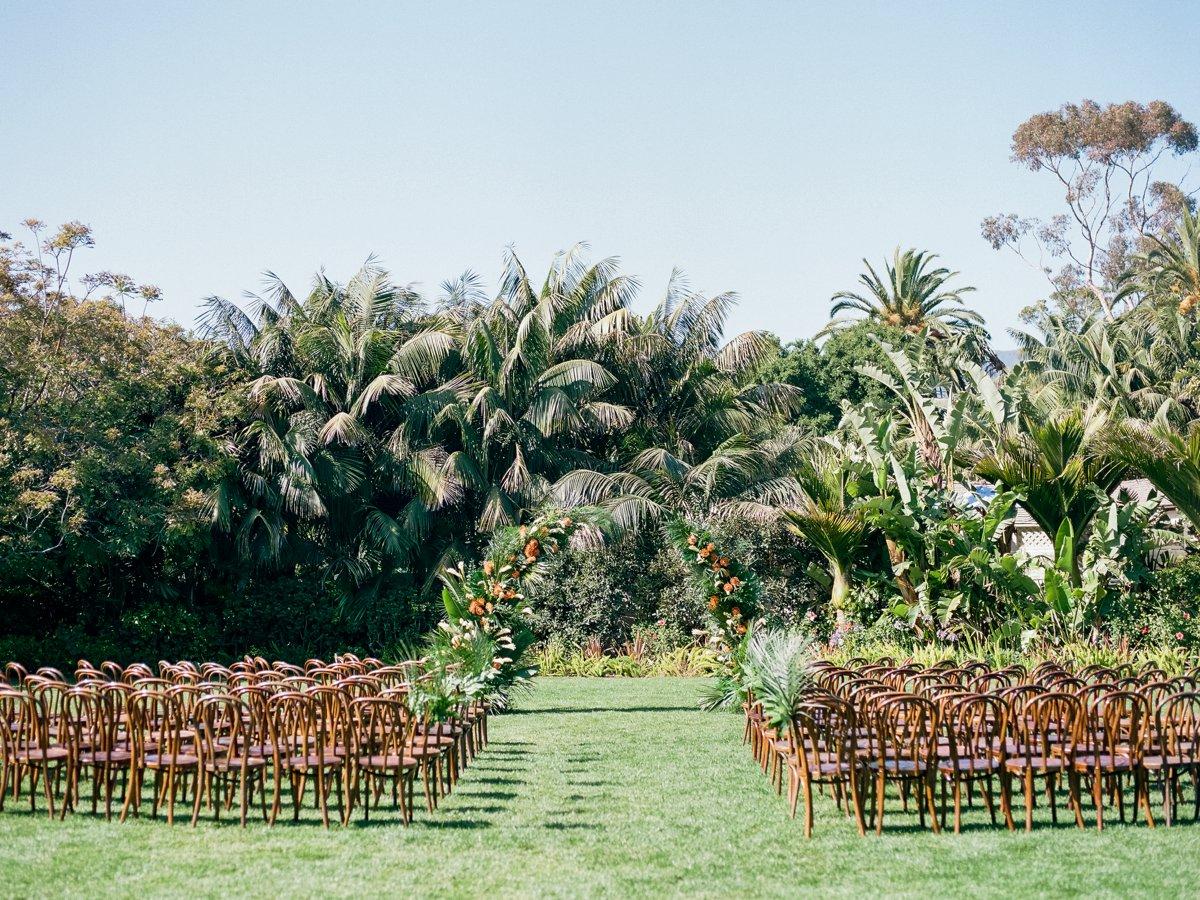 romantic California wedding ceremonies - photo by Anna Delores https://ruffledblog.com/chic-modern-wedding-at-four-seasons-santa-barbara