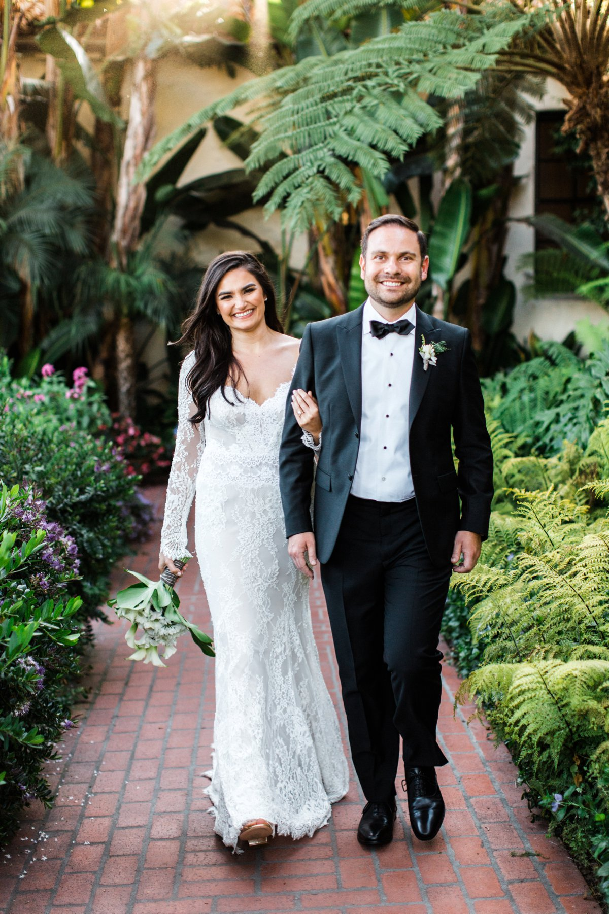 black tie wedding style - photo by Anna Delores https://ruffledblog.com/chic-modern-wedding-at-four-seasons-santa-barbara