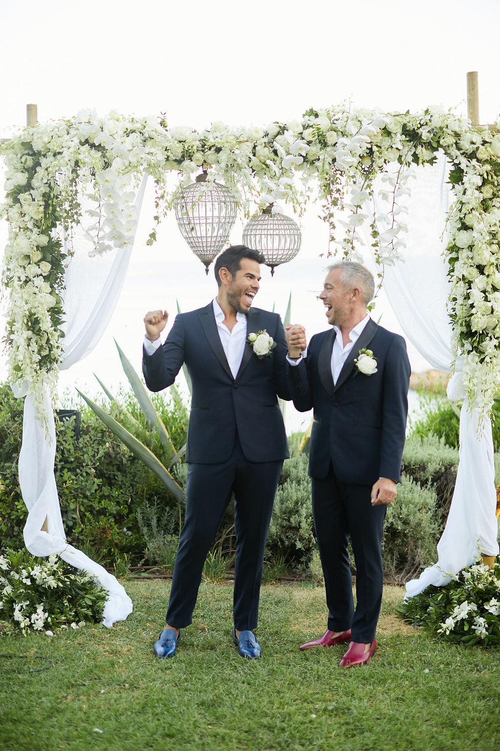 wedding ceremonies - photo by Sotiris Tsakanikas https://ruffledblog.com/chic-sunset-wedding-on-the-athens-riviera