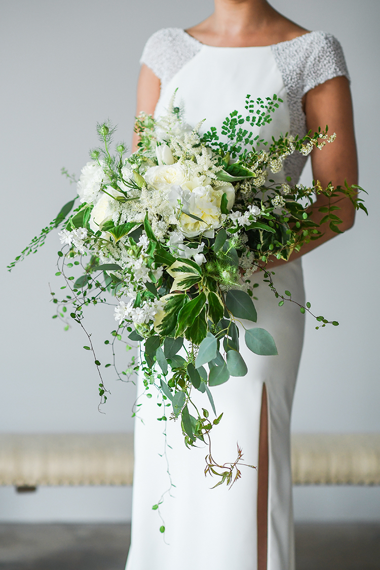organic ivory and greenery bouquets - photo by Kate Noelle Photography https://ruffledblog.com/chic-wedding-ideas-inspired-by-partly-cloudy-skies