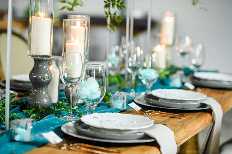 blue and green tablescapes - photo by Kate Noelle Photography http://ruffledblog.com/chic-wedding-ideas-inspired-by-partly-cloudy-skies