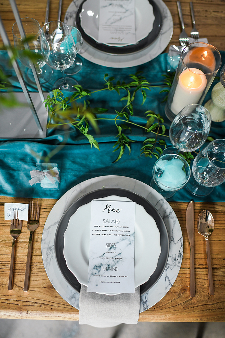 marble inspired place settings - photo by Kate Noelle Photography http://ruffledblog.com/chic-wedding-ideas-inspired-by-partly-cloudy-skies
