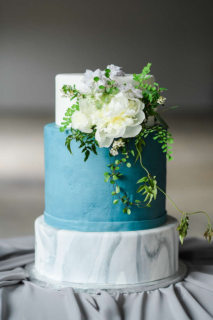 blue and marble wedding cakes - photo by Kate Noelle Photography https://ruffledblog.com/chic-wedding-ideas-inspired-by-partly-cloudy-skies