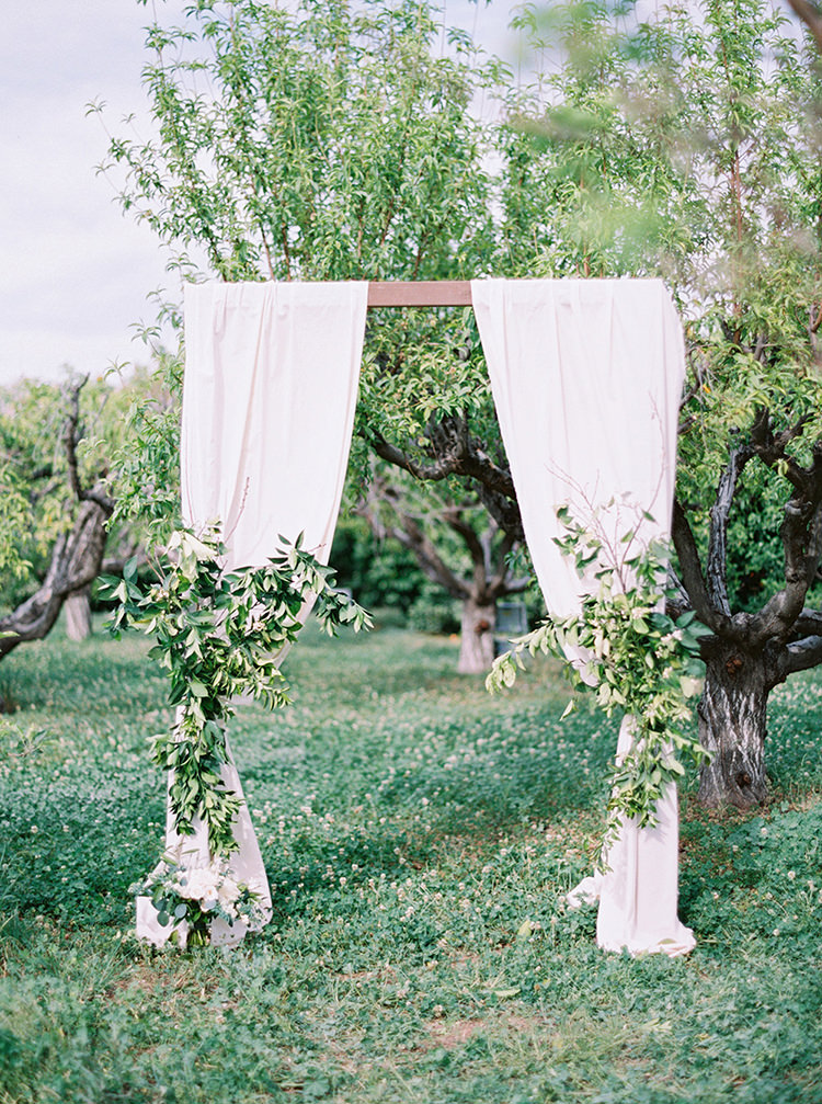 backyard garden wedding ceremonies - photo by Melissa Jill Photography https://ruffledblog.com/citrus-and-copper-orchard-wedding-inspiration
