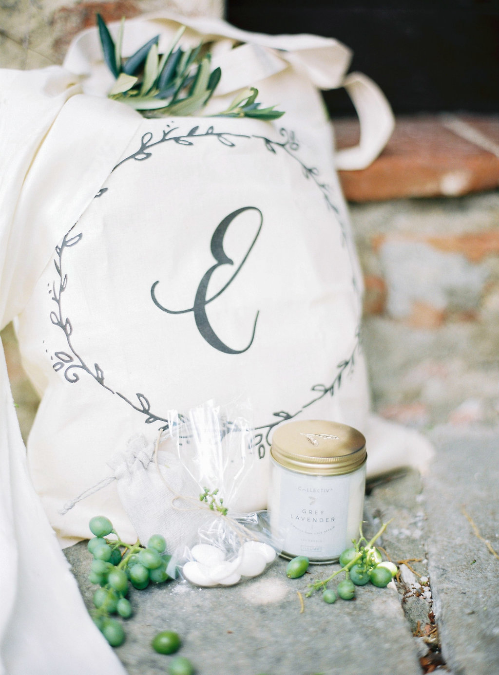 wedding favor bags - photo by Katie Grant Photography https://ruffledblog.com/classically-beautiful-intimate-wedding-in-tuscany