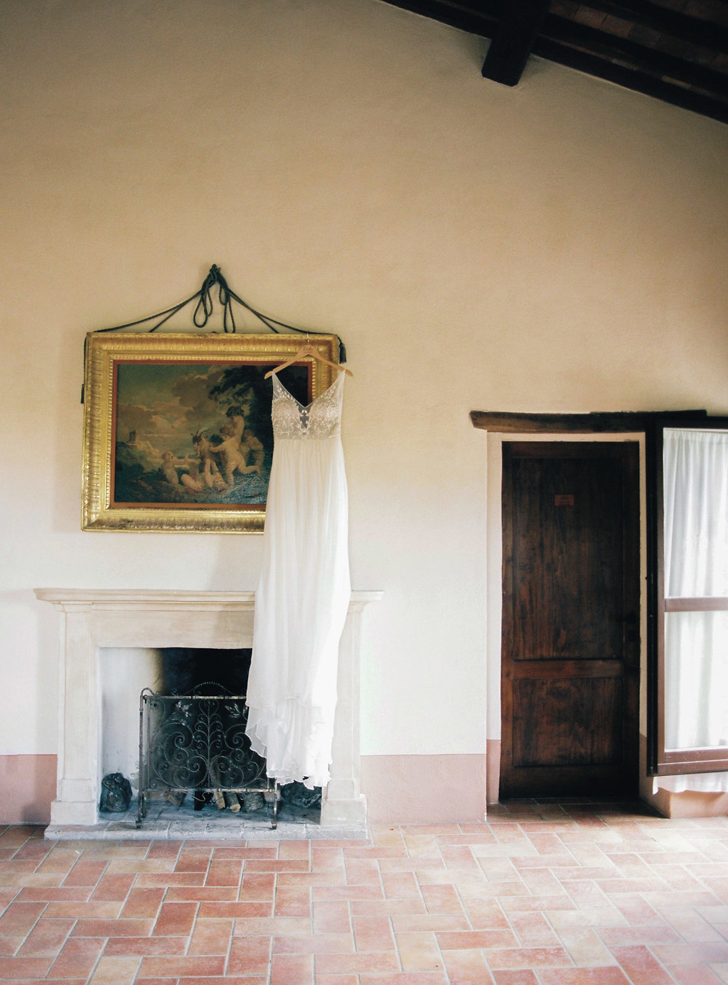 Tuscan wedding venues - photo by Katie Grant Photography https://ruffledblog.com/classically-beautiful-intimate-wedding-in-tuscany