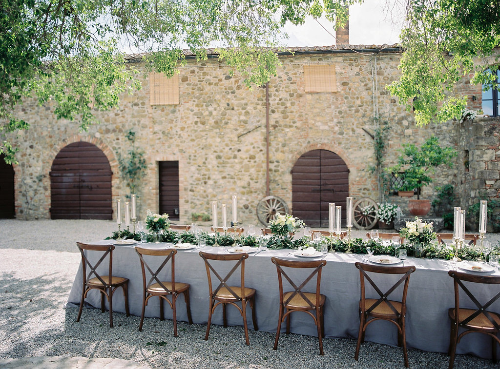 Tuscan wedding tables - photo by Katie Grant Photography https://ruffledblog.com/classically-beautiful-intimate-wedding-in-tuscany