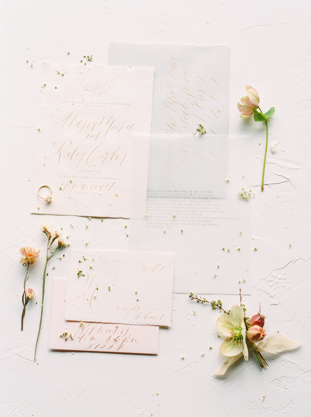 elegant organic wedding invitations - photo by Be Light Photography http://ruffledblog.com/coastal-oregon-inspiration-with-a-show-stopping-wedding-gown