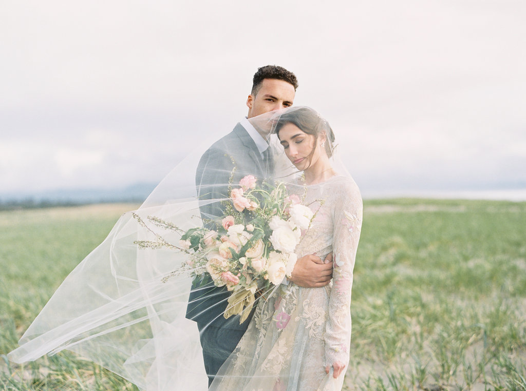 wedding photography - photo by Be Light Photography http://ruffledblog.com/coastal-oregon-inspiration-with-a-show-stopping-wedding-gown