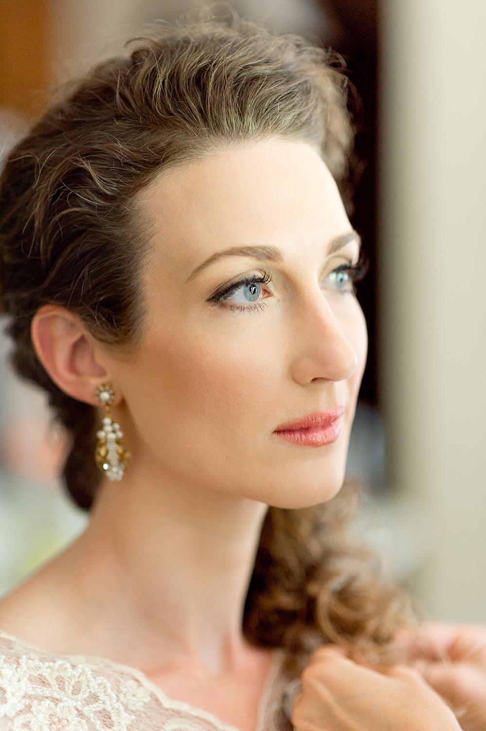 soft bridal makeup and elegant dangling bridal earrings