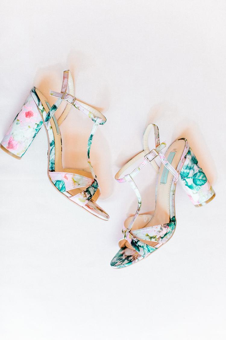 tropical wedding shoes - photo by Erin Milnik https://ruffledblog.com/colorful-monday-afternoon-garden-elopement