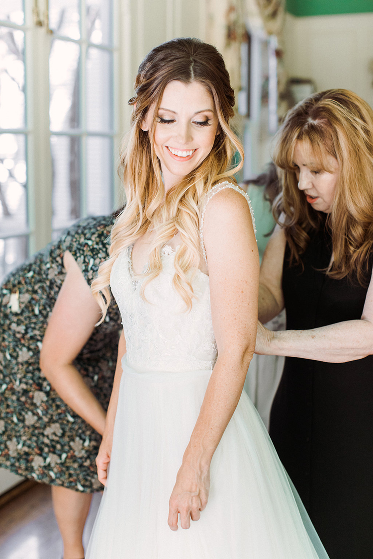 bride getting ready - photo by Erin Milnik http://ruffledblog.com/colorful-monday-afternoon-garden-elopement
