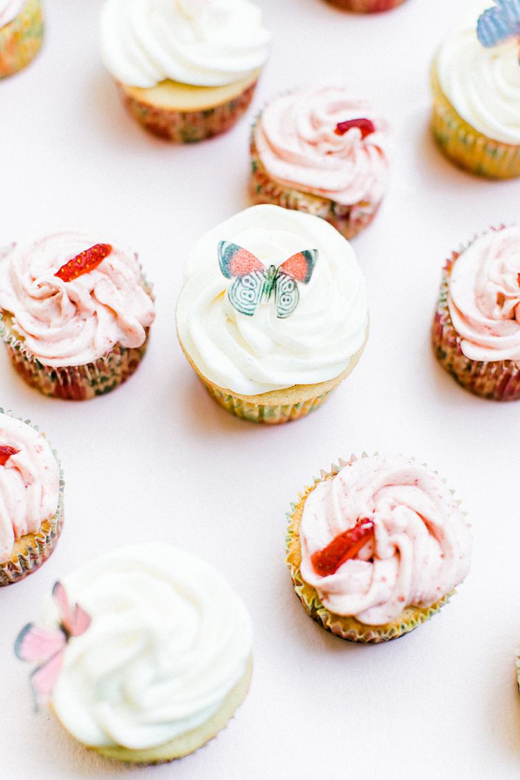 tropical inspired cupcakes - photo by Erin Milnik https://ruffledblog.com/colorful-monday-afternoon-garden-elopement