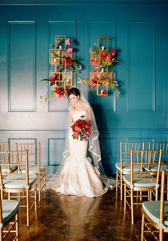 modern wedding ceremony decor - photo by Lisa Blume Photography https://ruffledblog.com/runway-to-table-wedding-inspiration-with-bows