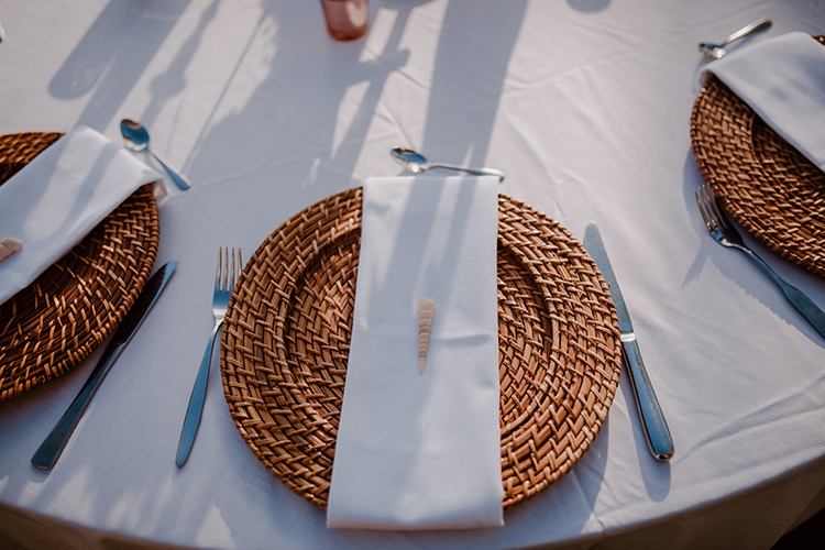 natural place settings for weddings - https://ruffledblog.com/costa-rica-beach-wedding-with-a-cute-bridesmaid-first-look