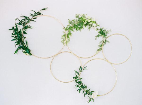 circular wreaths with greenery - photo by Danielle Poff Photography http://ruffledblog.com/40-eye-catching-geometric-wedding-ideas