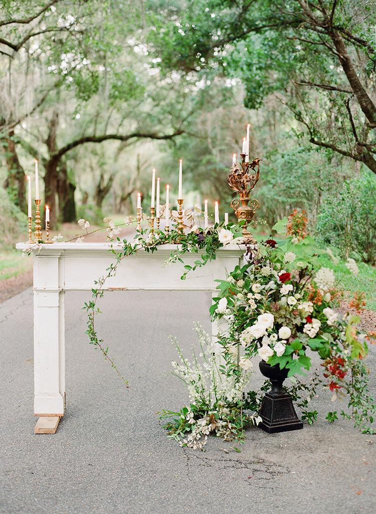 romantic southern inspired weddings - http://ruffledblog.com/dark-and-stormy-magnolia-plantation-wedding-inspiration