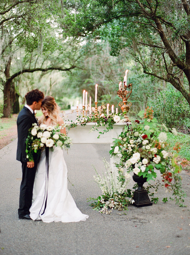 romantic southern plantation weddings - http://ruffledblog.com/dark-and-stormy-magnolia-plantation-wedding-inspiration
