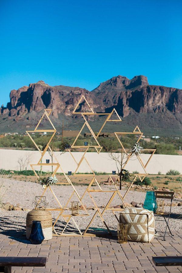 triangular geometric ceremony backdrop - photo by Denise Karis Photography https://ruffledblog.com/40-eye-catching-geometric-wedding-ideas