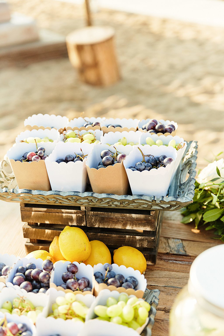 fruit wedding favors - photo by Sotiris Tsakanikas https://ruffledblog.com/destination-wedding-in-mykonos-with-endless-hanging-lanterns