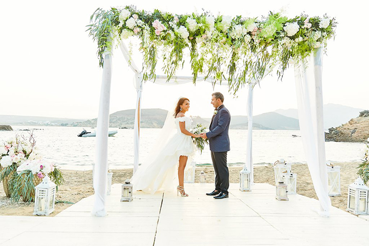 wedding ceremonies - photo by Sotiris Tsakanikas https://ruffledblog.com/destination-wedding-in-mykonos-with-endless-hanging-lanterns