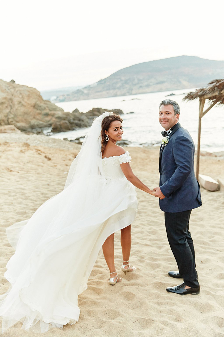 beach weddings in Mykonos - photo by Sotiris Tsakanikas https://ruffledblog.com/destination-wedding-in-mykonos-with-endless-hanging-lanterns