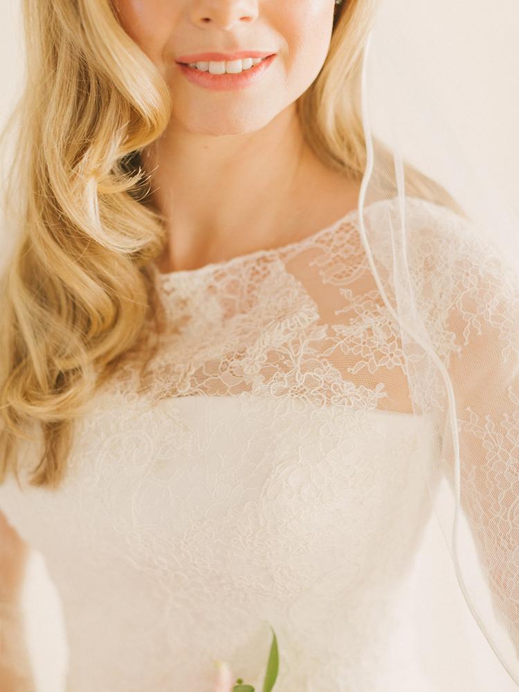 wedding dress lace detailing - photo by Facibeni Fotografia https://ruffledblog.com/destination-wedding-in-tuscany-with-al-fresco-dining